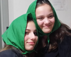 Nina (à gauche) et Lotta (à droite) aux couleurs dédicacées de votre club préféré !
